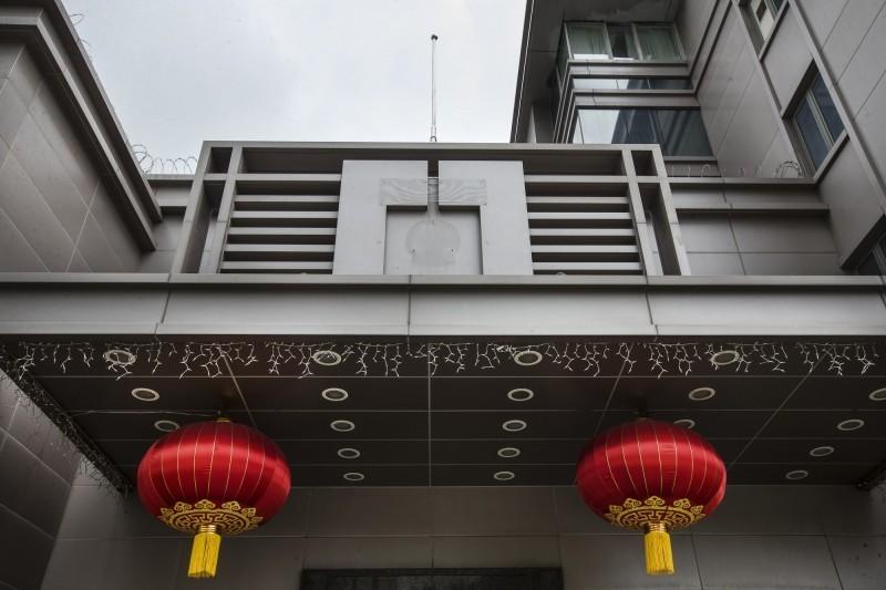 中國駐休士頓總領館降下中國國旗、卸下中國國徽,人員已撤離。(美聯社)
