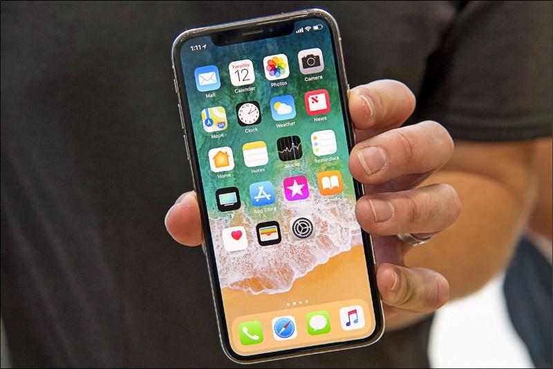 李姓警員遺失iPhone手機,懸賞2萬尋獲,事後不願付款,拾獲人怒告詐欺。圖為示意圖,非當事人手機。 (彭博資料照)