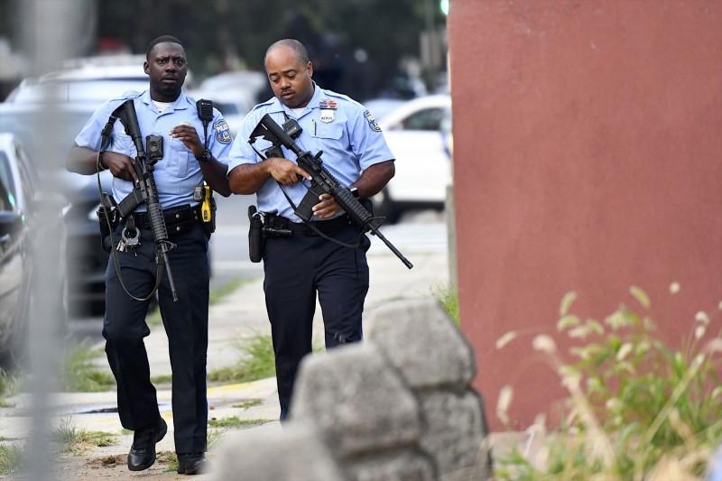 美國賓夕法尼亞州女子在家裡睡覺時,屋外竟射來一槍正中她的胸部,雖緊急送醫但仍然不治。賓州警察示意圖。(法新社)