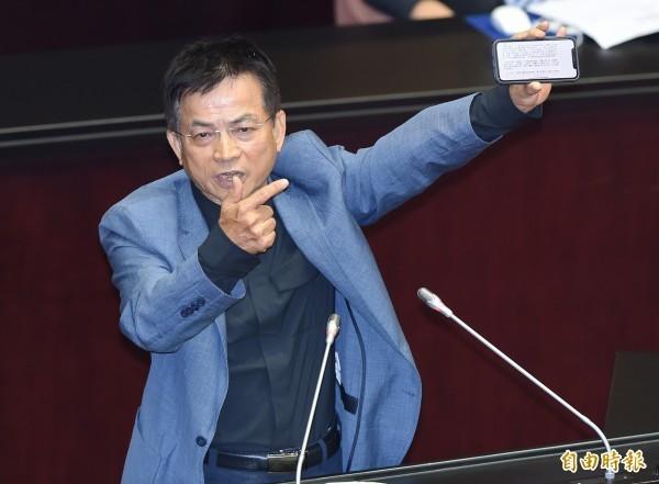 國民黨籍的立委賴士葆(見圖)竟表示,李眉蓁事件後很多政要抄襲案件被列舉,卻沒看到相同標準的檢視,抨擊「政府對論文抄襲現象繼續包庇縱容,重擊台灣的高教清譽」,讓許多網友看了都傻眼了。(資料照)