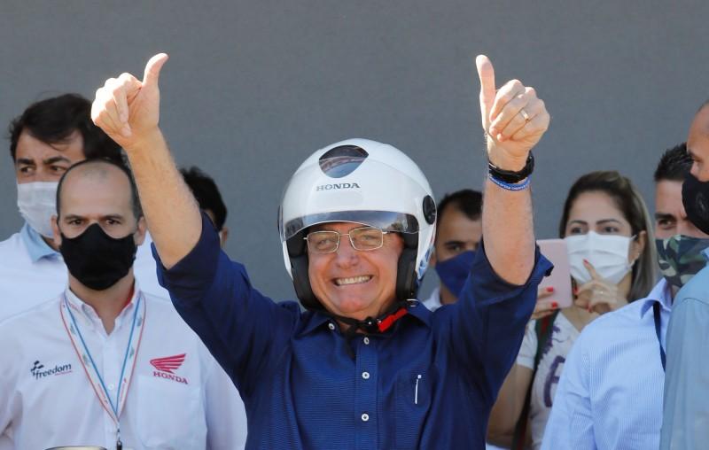 巴西總統波索納洛(Jair Bolsonaro)日前確診武漢肺炎,25日自己稱已康復,開始不戴口罩出席公開活動。(法新社資料照)