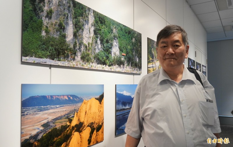 日本鐵道作家結解喜幸30年來訪台超過300次,愛上台灣鐵道的新舊融和與自然風光。(記者林翠儀攝)