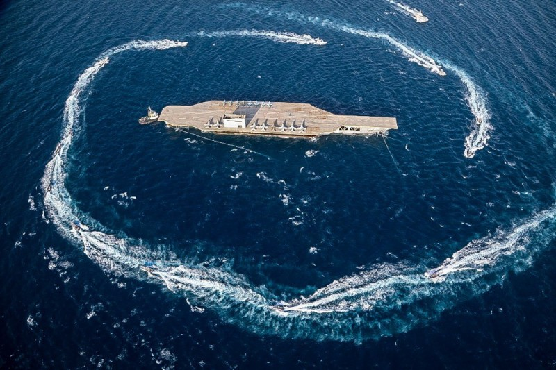 伊朗轟炸仿製美國航空母艦。(歐新社)