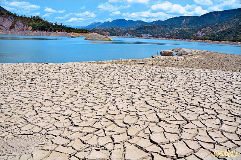 供應民生用水為主的南化水庫,容量較水,乾旱危機時,若有聯通管,可以及時調度、穩定水情。(記者吳俊鋒攝)