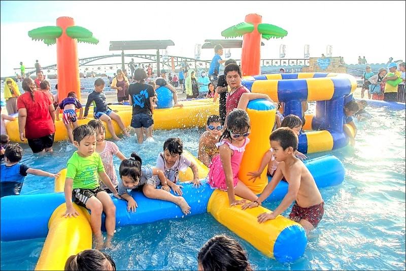高市府推出「農藝童樂會」,邀請民眾一起來玩水。(記者陳文嬋翻攝)