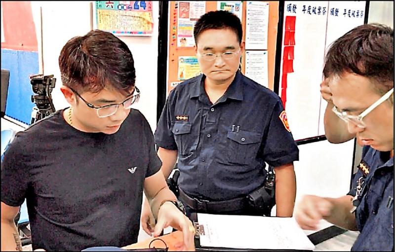 「大仁哥」鄭又仁(左)涉及恐嚇罪被判刑6月,得易科罰金。(資料照)