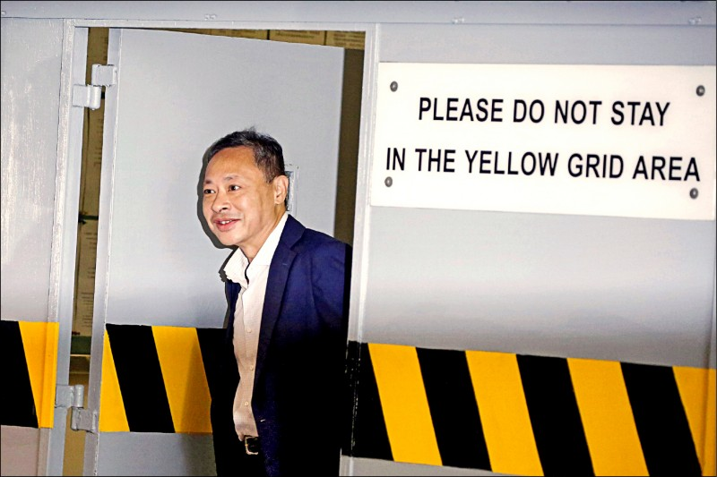 「佔領中環」推動者、香港大學法律系副教授戴耀廷廿八日遭港大解雇,隔天宣告將對身兼港大校監的特首林鄭月娥上訴。(路透檔案照)