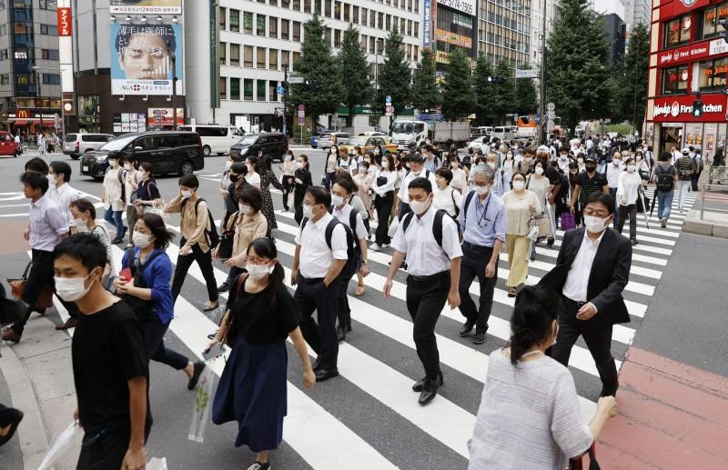 昨日日本單日新增1264例確診,為日本首次全國單日確診超過1000例。(美聯社)