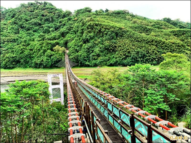 復興「新溪口吊橋」8月3日起收費。(記者李容萍攝)