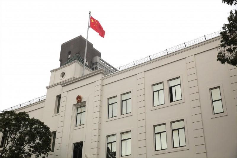 大量中國情報人員藉由外交的掩護在美運作。圖為中國駐舊金山總領事館。(法新社)