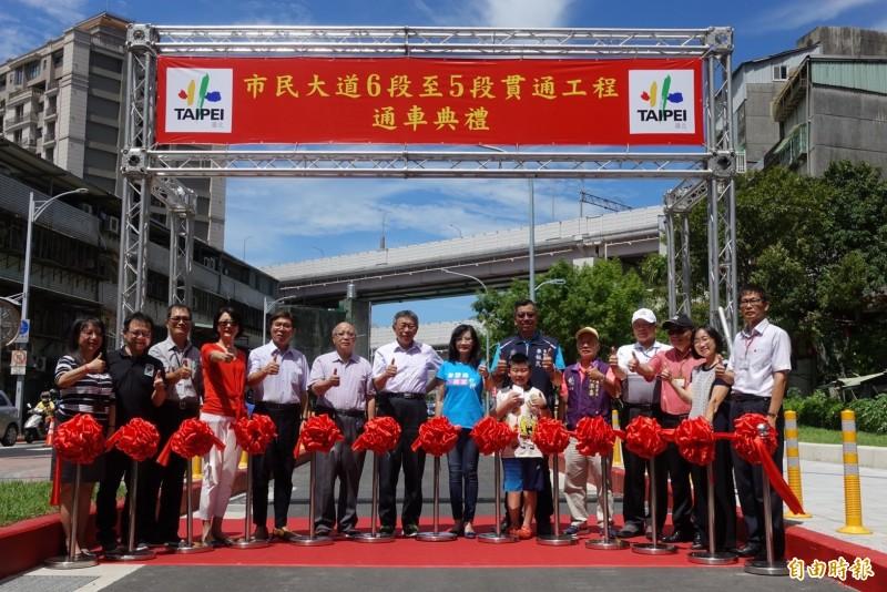 台北市長柯文哲今上午主持貫通典禮。(記者沈佩瑤攝)