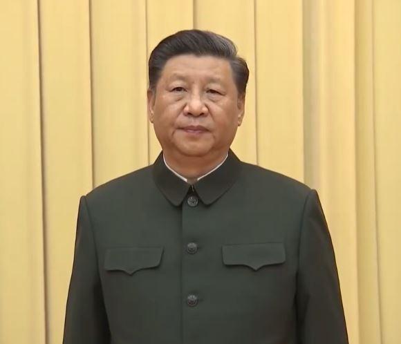 中共「八一建軍節」前夕,中國國家主席習近平在北京八一大樓主持中央軍委晉升上將儀式,不過習只給一人頒上將,且面露愁容,引發猜測。(圖擷取自央視)