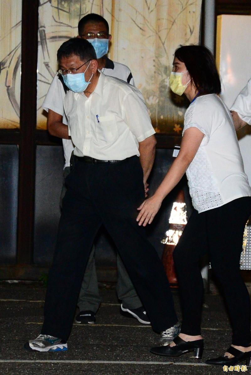 前總統李登輝昨晚辭世,台北市長柯文哲(圖中)到場關心。(資料照)
