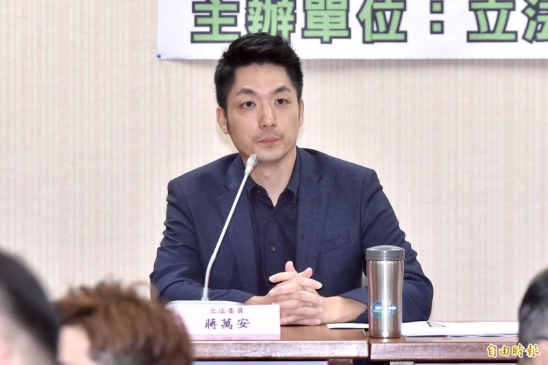 蔣萬安表示,高中時曾與李前總統會面,他是位和藹的長者,對台灣民主化有所貢獻,未來台灣民主會繼續深化,「由我們繼續努力維持」。(資料照)