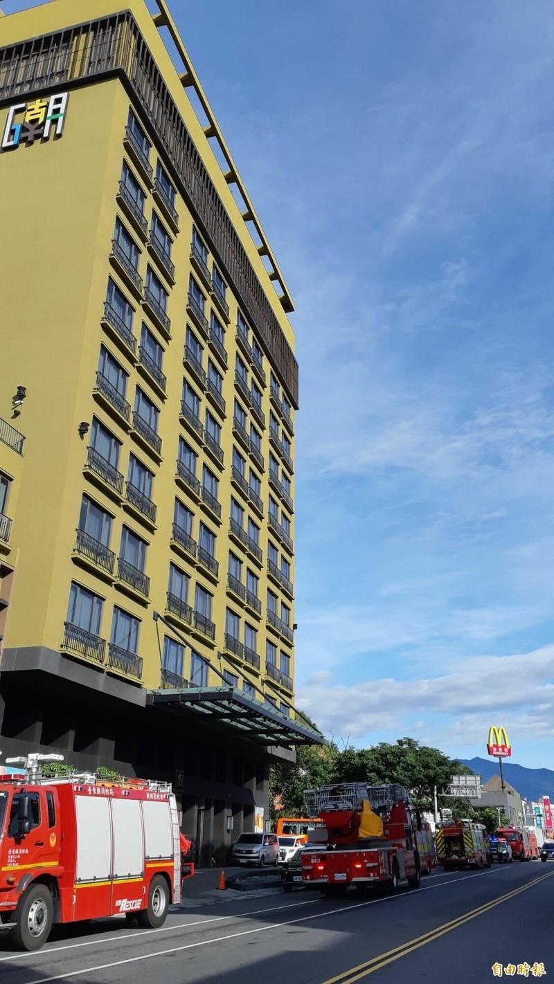 台東市鬧區GAYA飯店今早驚傳10樓餐廳火警。(記者黃明堂攝)