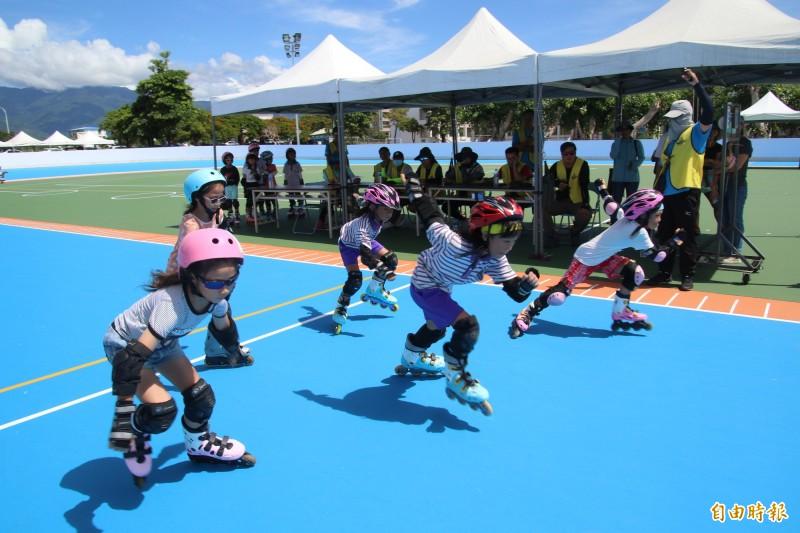康樂國小溜冰場今天啟用並首辦聯賽。(記者黃明堂攝)
