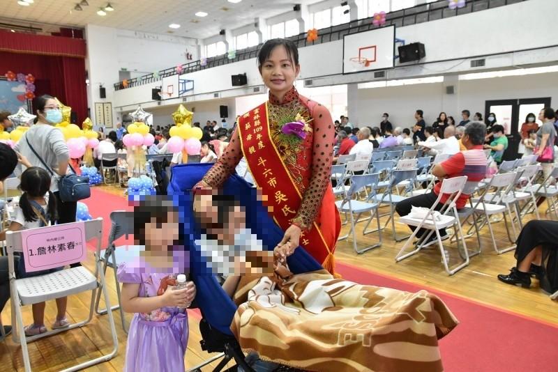 嫁來台灣13年吳氏深育有3名子女,其中大女兒及兒子罹患極罕見的「多發性硫酸脂質缺乏症」,她不離不棄照顧,且利用時間學習各項手工藝,擔任社區拼布老師。(記者黃淑莉攝)