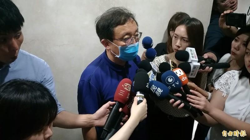 統領百貨總經理翁華利的律師黃心賢認為本案是政治因素。(記者吳政峰攝)