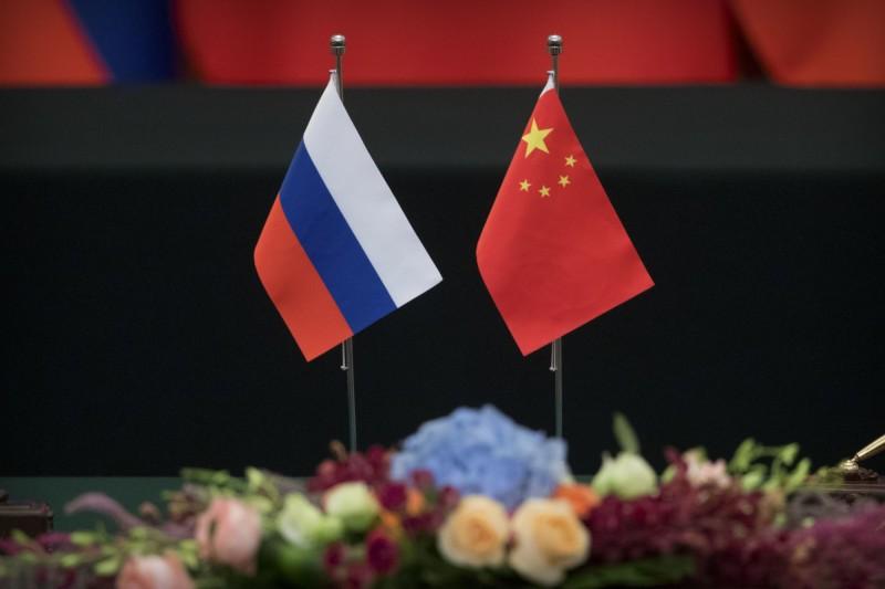東歐國家開始討論,若中國和俄羅斯聯手,同時攻打台灣和烏克蘭,美國可能會疲於奔命。(美聯社檔案照)