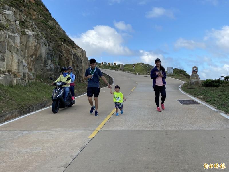 太厲害!東引軍事越野障礙賽 小娃不滿2歲跑完3.5公里
