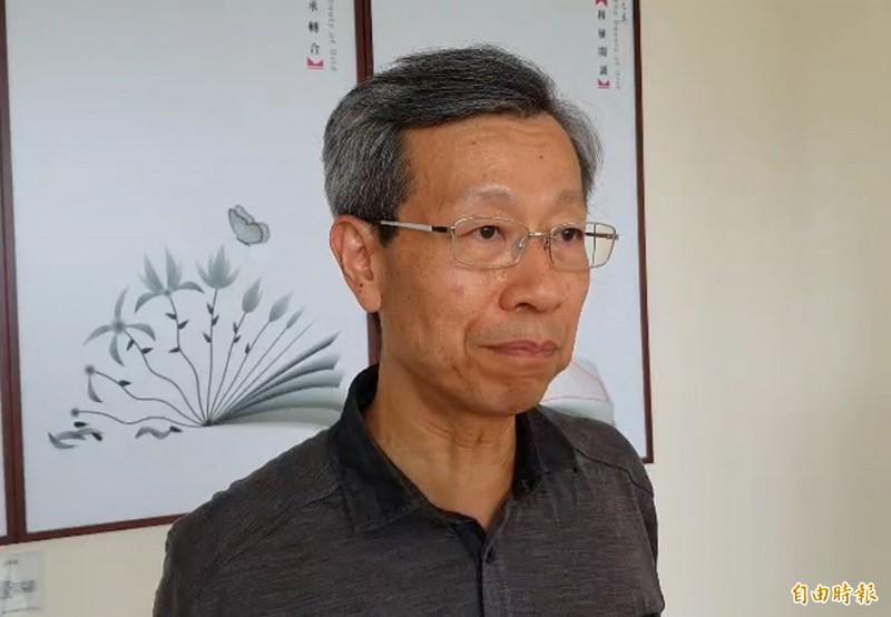 彰化縣衛生局長葉彥伯今主動公布染疫外籍工程師在台灣的行動足跡。(記者張聰秋攝)