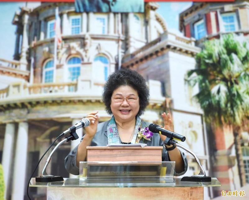 監察院長陳菊對於「修憲廢除監察院、考試院」問題表示,朝三權分立方向努力若是社會主流、全民共識,「我們是樂觀其成」。(記者方賓照攝)