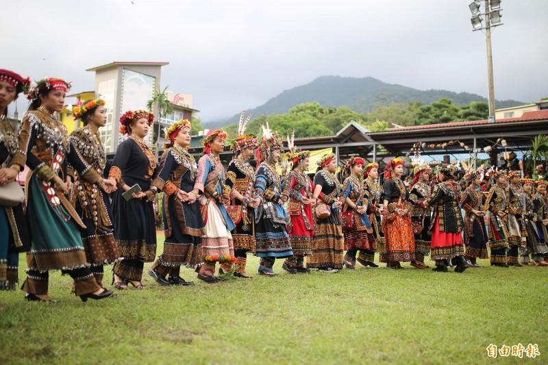 「收穫祭」是屏東縣原住民鄉年度最盛大且最具特色的活動,受到疫情衝擊延期辦理的收穫祭,將從8月起陸續登場,一路至10月接力慶豐年。(資料照,記者邱芷柔攝)
