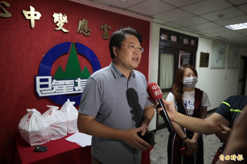 基隆市長林右昌說,對於任何可能造成的災害,市府都會提高警覺做好防護工作。(記者林欣漢攝)