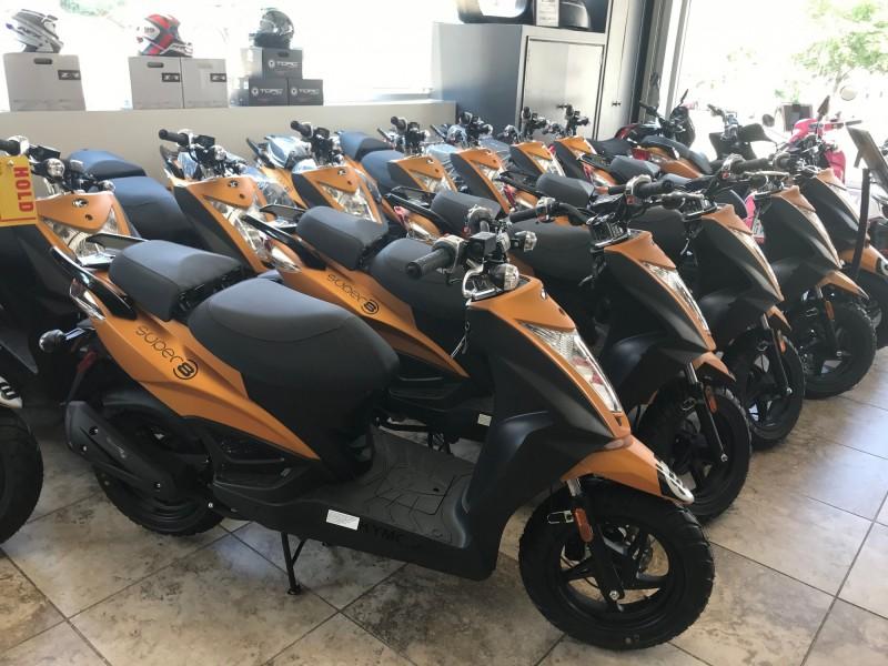 紐約Unik Moto機車行展示販售台灣製造的光陽(KYMCO)機車。(法新社)