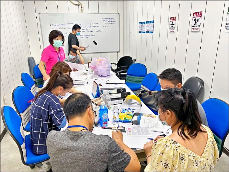 外籍風電工程師染疫,因工作場所在彰化縣,衛生局人員展開疫調工作。(彰縣衛生局提供)