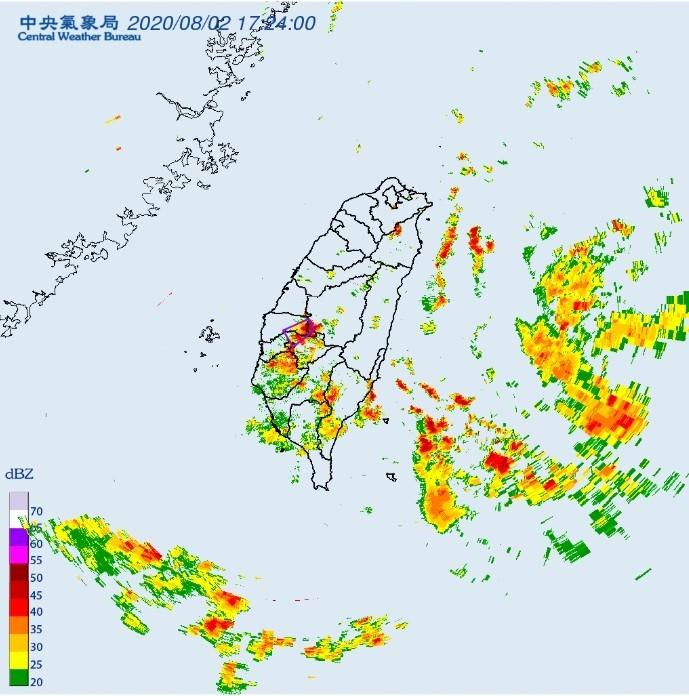 中央氣象局今日5時31分也針對南投縣、雲林縣、嘉義市、嘉義縣發布大雷雨即時訊息,持續時間至晚間6時30分止。(圖擷取自中央氣象局)