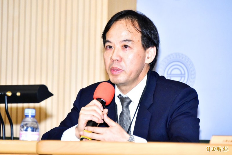 Securities and Futures Bureau Director Sam Chang speaks at the 2020 Taiwan Capital Market Forum in Taipei on Friday.   Photo: Tu Chien-jung, Taipei Times