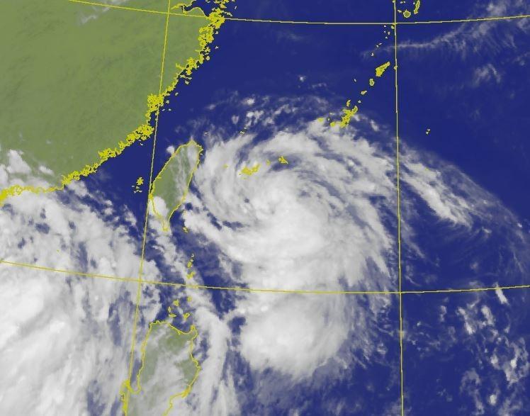 哈格比颱風下午2點的中心位置在花蓮的東南東方約360公里之海面上,強度略為增強,預估還有再增強的趨勢。(圖擷自中央氣象局)