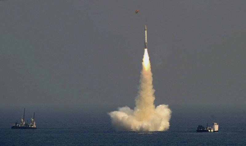 日本學者提出與台灣有關的戰略觀點,美、日、印、澳與台聯手,能有效防堵中國。圖為印度試射飛彈。(美聯社檔案照)