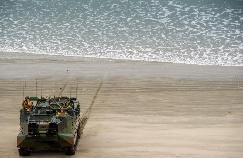 美軍陸戰隊幾天前在加州附近海域發生事故,軍方今天宣布停止搜尋下落不明的7名陸戰隊員和1名水手,並認定他們已經殉職。圖為2014年海軍陸戰隊照片。(法新社檔案照)