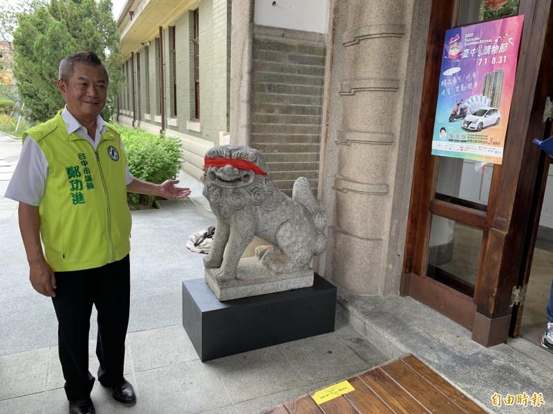 台中帝國糖廠狛犬安座引來「方位」問題,議員鄭功進表示要提報文資,請文化局好好審議。(記者唐在馨攝)