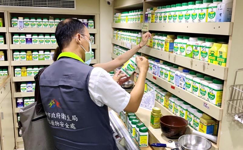 衛生局表示,已檢驗盛唐中醫診所使用的16件中藥濃縮製劑及中藥材,結果均合格。(衛生局提供)