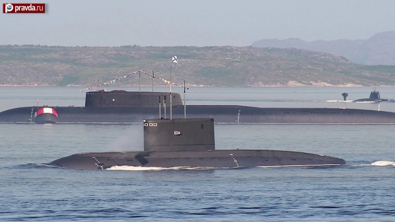 長度達184公尺的「別爾哥羅德號」去年4月下水,是俄羅斯最大核潛艦。(YouTube影片截圖)