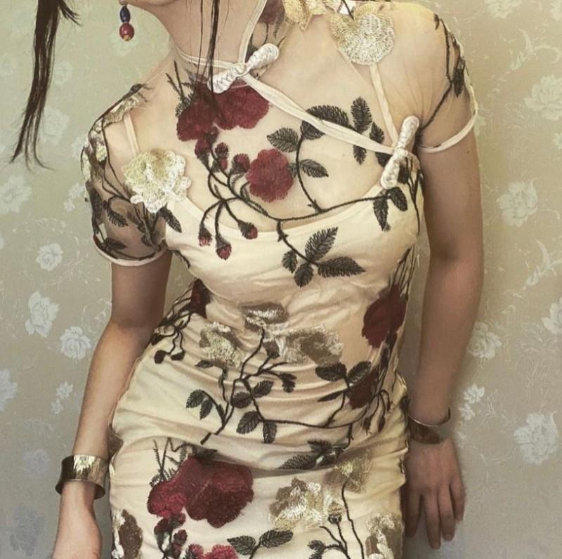 桐澤多惠表示自己買了件中國式旗袍,好不容易穿上去卻怎樣也脫不掉。(圖取自推特@kirisawatae)