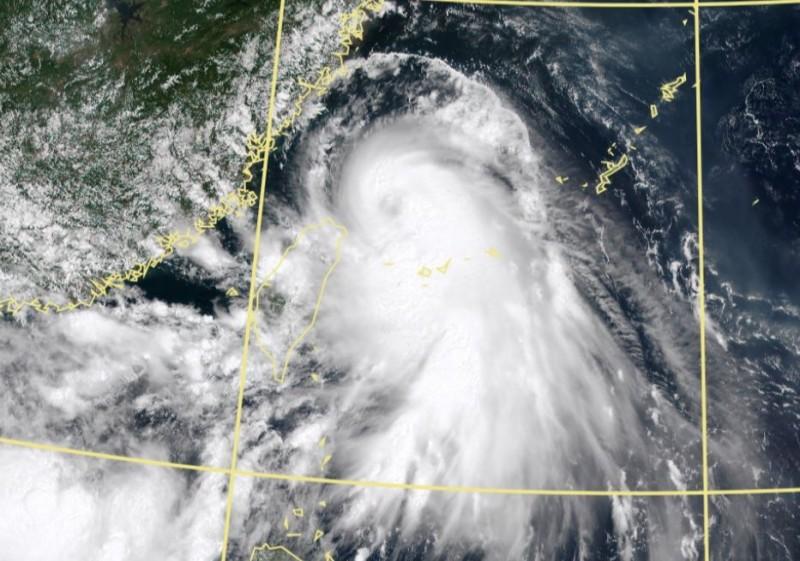 目前為「哈格比」颱風距離台灣最近,也是影響台灣天氣最大的時刻。(圖擷自中央氣象局)