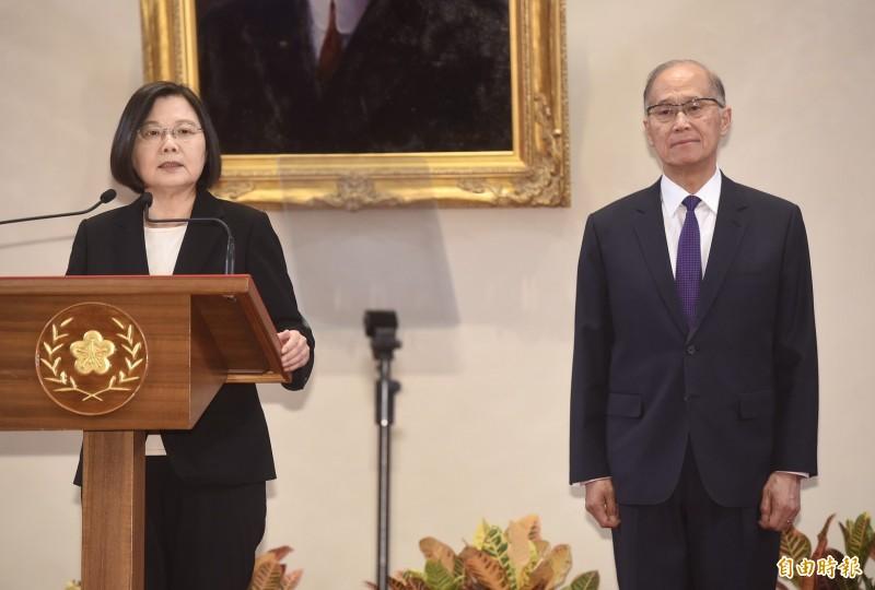 總統鄭重提醒執政團隊成員,升官發財請走別路,執政目標不是為了自己利益,而是為讓台灣更好。(記者簡榮豐攝)