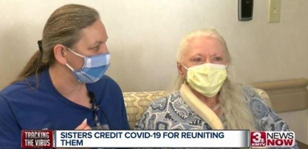 內布拉斯加州1對失散53年姊妹因病重逢。(圖取自3NEWSNOW)