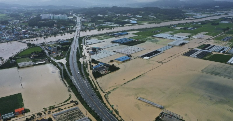 南韓中部暴雨成災。(美聯)