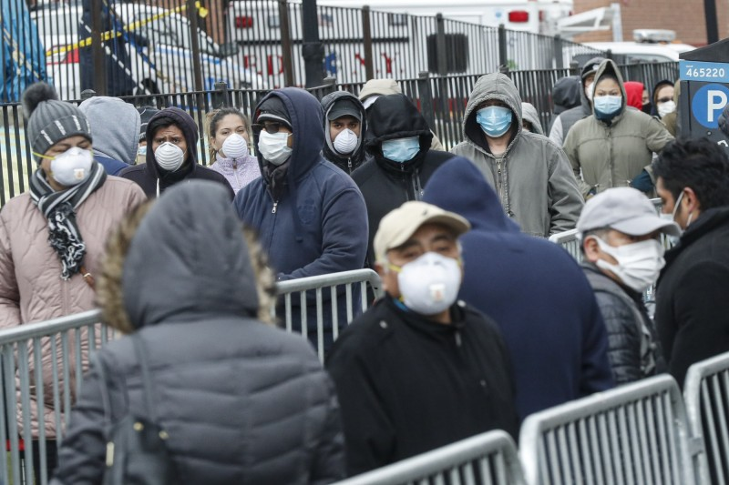 武漢肺炎疫情肆虐全球,據最新統計,全球累計確診已超過1800萬例,並有超過68.7萬人死亡。(美聯社)