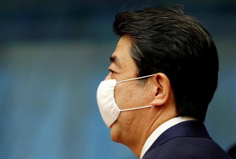 根據日本媒體的最新民調,安倍晉三(見圖)內閣僅有35.4%的支持率,創安倍第2次內閣開始以來最低紀錄。(路透)