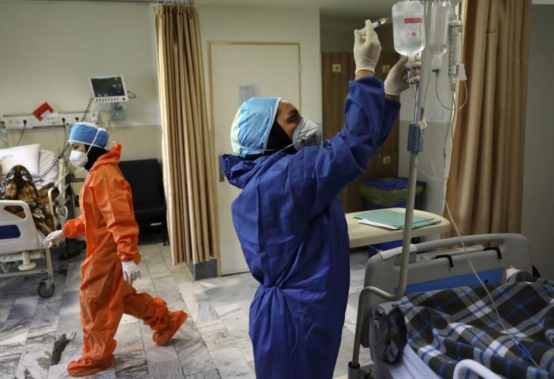 英國廣播公司(BBC)踢爆伊朗政府掩蓋了武漢肺炎(新型冠狀病毒病,COVID-19)疫情數據,實際死亡人數應為官方記的3倍之多;確診人數則是45萬餘人,是政府公告27.8萬人染疫的2倍。(美聯社)