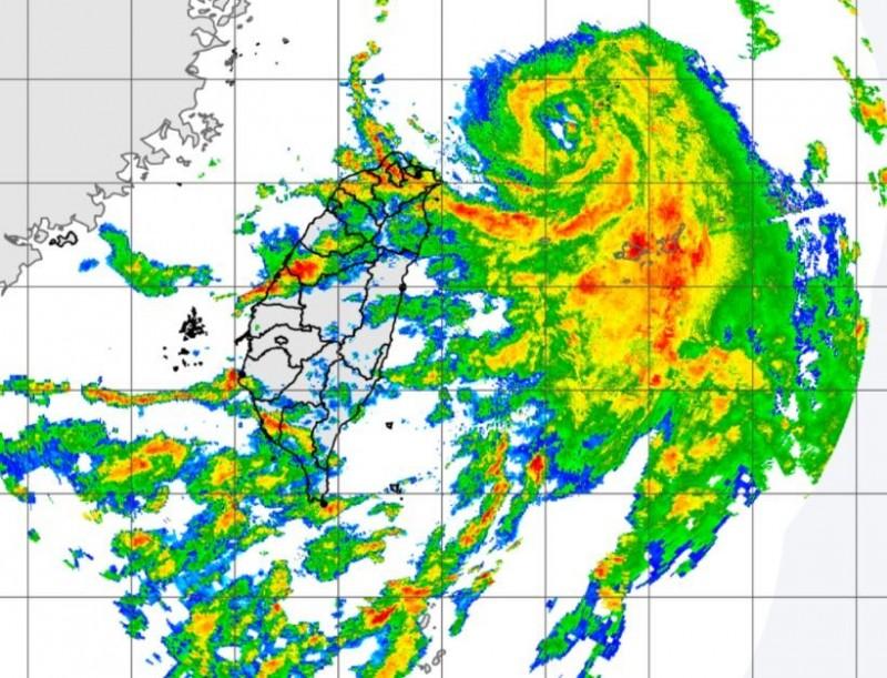 哈格比外圍環流懸臂掃入台灣陸地,西半部將有明顯降雨。(圖擷自中央氣象局)