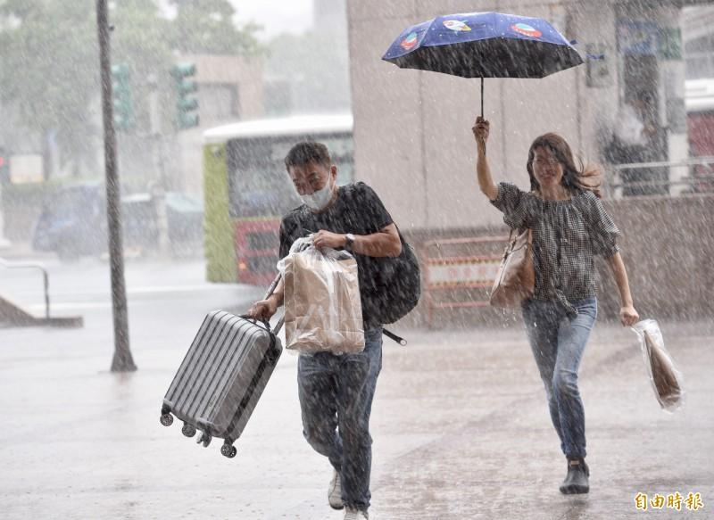 哈格比颱風外圍環流挾帶大量雨勢。(資料照)