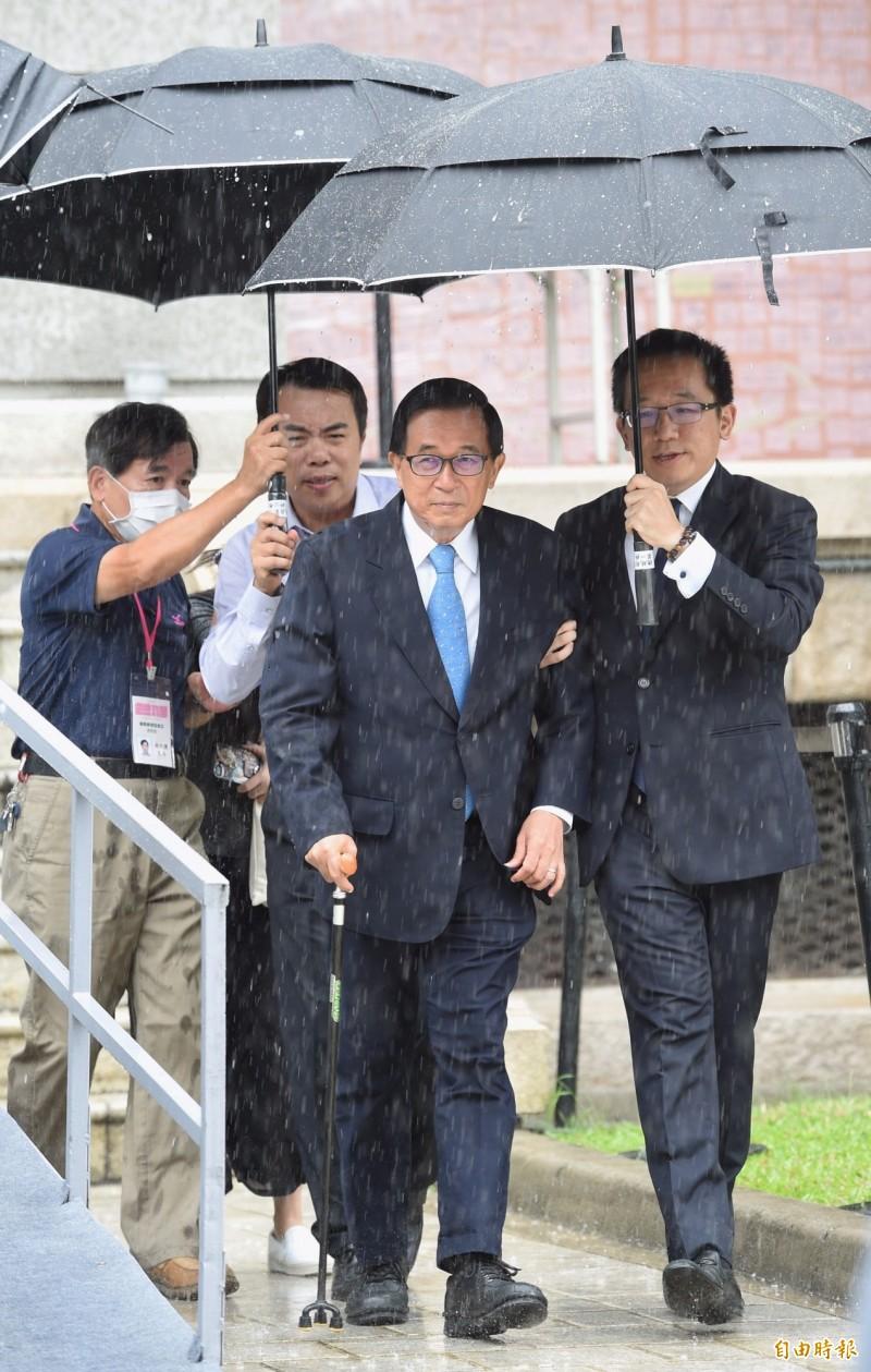 前總統陳水扁(前左)赴台北賓館弔唁李登輝前總統。(記者劉信德攝)