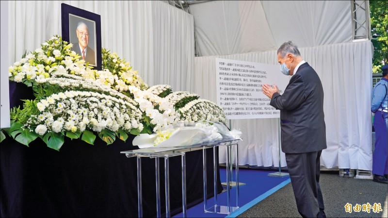 日本前首相森喜朗親自前來追悼李前總統。 (記者林翠儀攝)